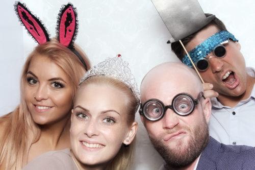 die-selfiebox-auch-photobooth-bei-mariano-mieten-fuer-ihre-hochzeitsgaeste
